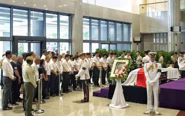 Unionists paying their last respects during the lying in state. (Photo credit: NTUC)