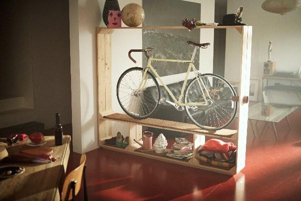 Support de vélo via séparation de pièces