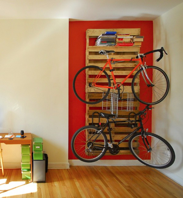 Support mural vélo DIY palettes