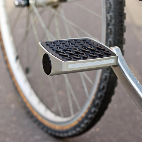 Connected-cycle-anti-theft-pedal_dezeen_468_1