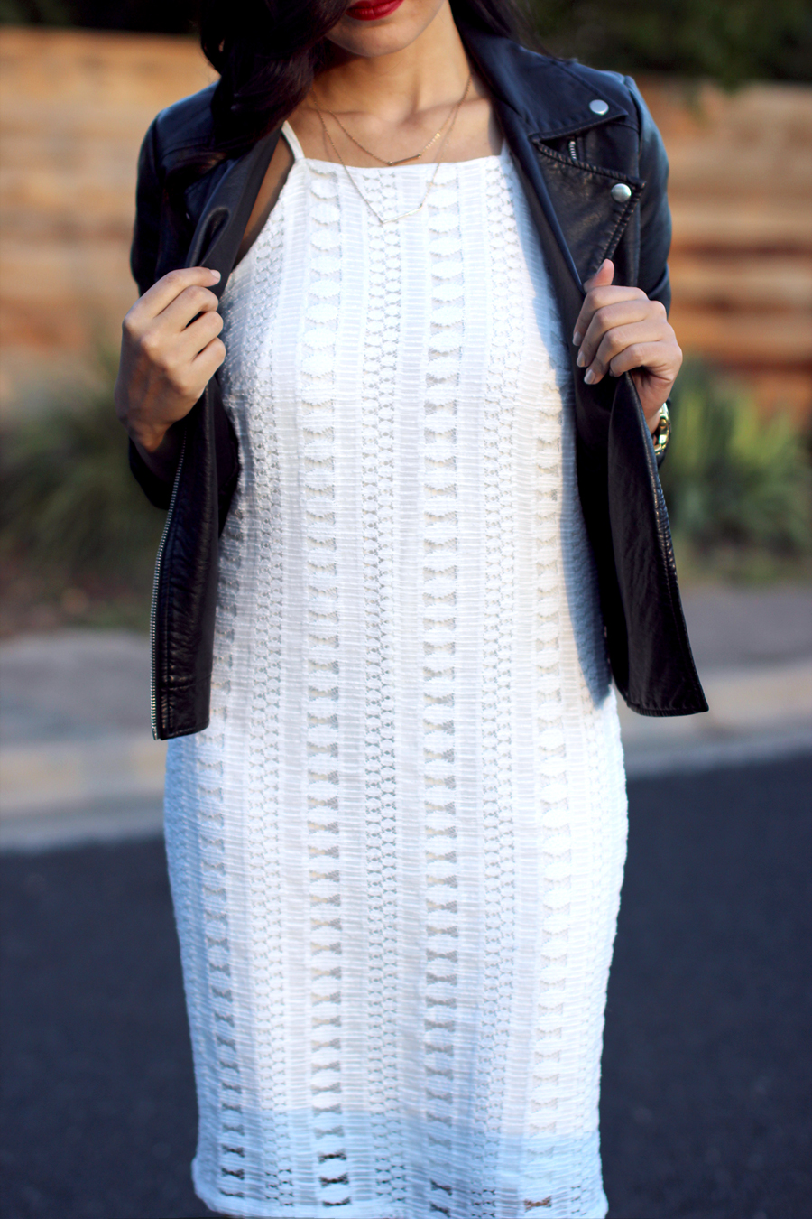 FIXIN-TO-THRILL-WHITE-HALTER-DRESS-STRAPPY-HEELS-LEATHER-TREND-FALL-OCTOBER-ATX-AUSTIN-STYLE-BLOG-FW15-TRENDY-CHIC-GLAM-TEXAS-7
