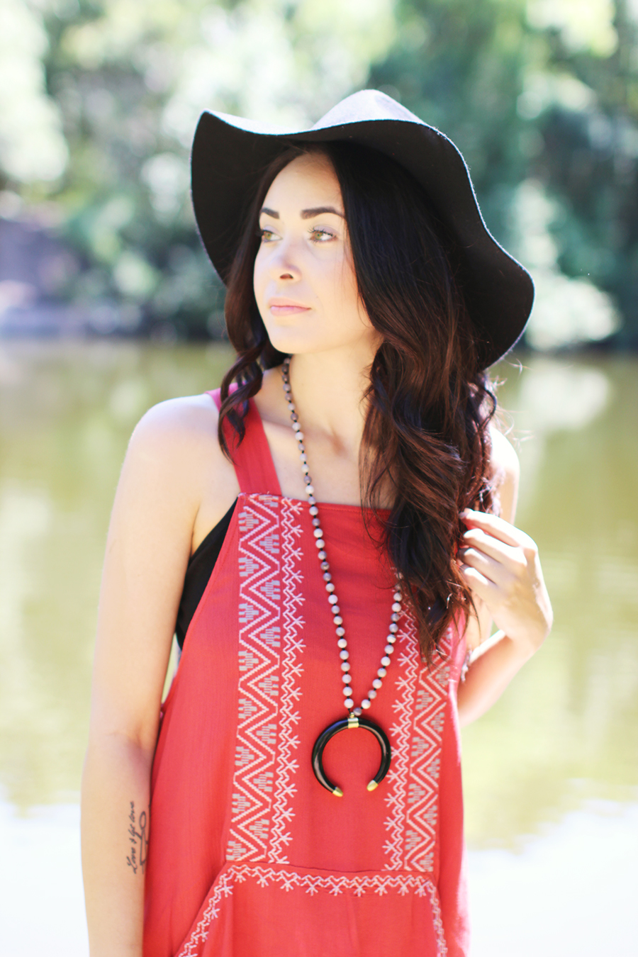 FTT-RED-PINK-SILVER-DRESS-HAT-WATER-FASHION-SHOOT