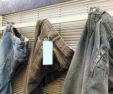 Jeans On Flat Bar Merchandiser