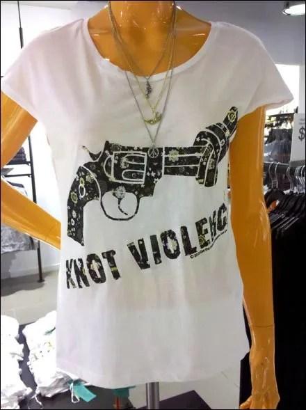 T-Shirt Knot Violence