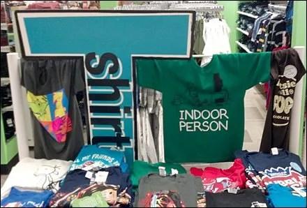 T-Shirts Crucified Visual Merchandising