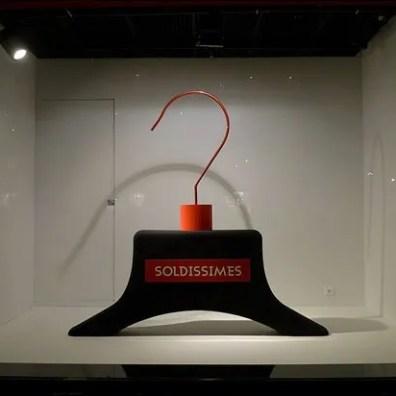Vitrines Soldes aux Galeries Lafayette - Paris, janvier 2013 Main
