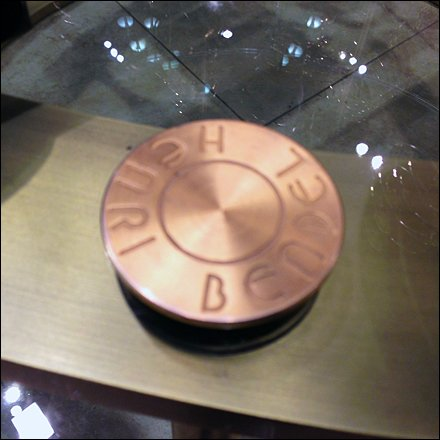Henri Bendel Table Top Cap CloseUp