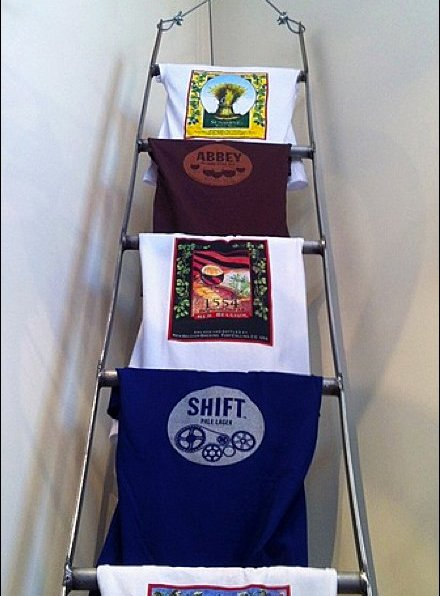 T-Shirt Ladder Closeup Aux
