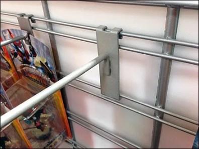 90º Tip Grid Hook on Slatwire Closeup