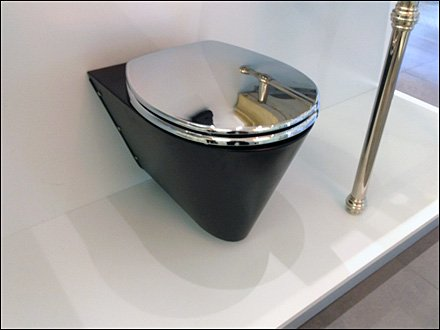 Neo-Metro Toilet Display Overall