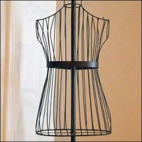 Top-Wired Dress Form Has Vertical Ribs
