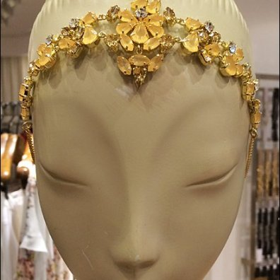 BCBG Mannequin Headpiece Closeup