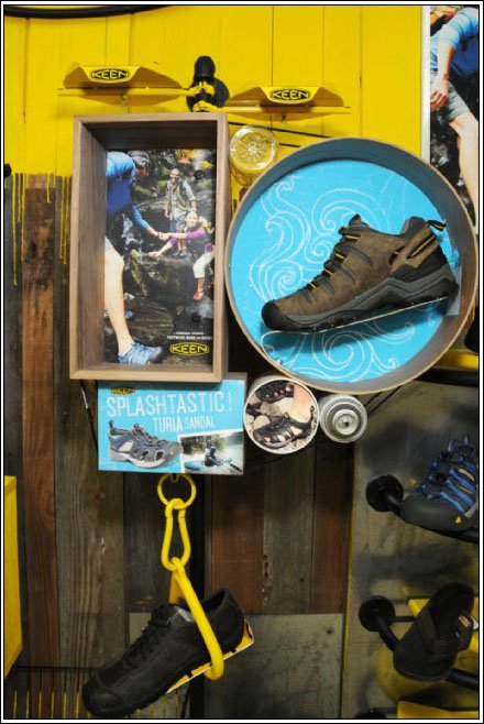 Fleetwood Fixtures Shoe Display - Keen Shoe Circles and Squares