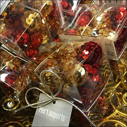 Christmas Table Scatter Cubes