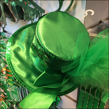 St. Patrick's Day At Claires - St. Patrick's Day Merchandising in Preview 2018
