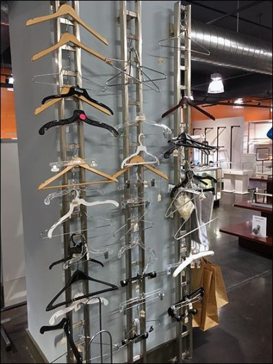 M Friied Hoe To Shop for Clothes Hangers 1