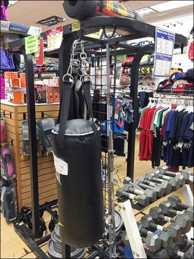 Everlast Heavy Boxing Bag Branding 1