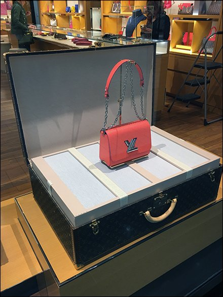 Louis Vuitton Valise As Stage Main