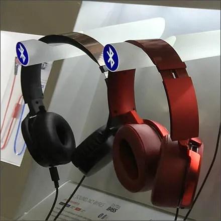 Sony Headphone Display Offers Extra Bass Via Bluetooth