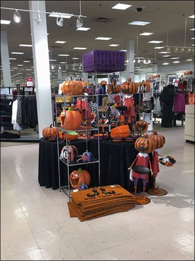 Halloween Merchandising En Masse 1