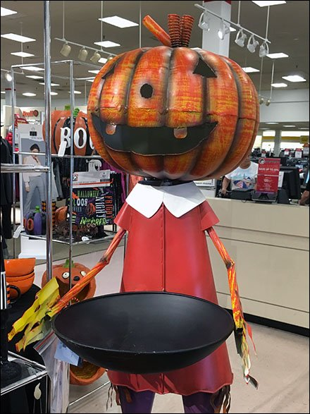 Halloween Merchandising En Masse