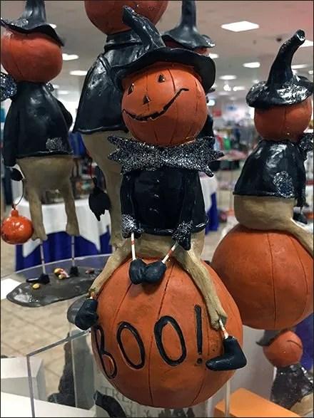 halloween-pumpkin-riding-pedestal-3