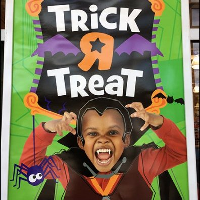 toys-r-us-trick-r-treat-branded-entry-sign-main