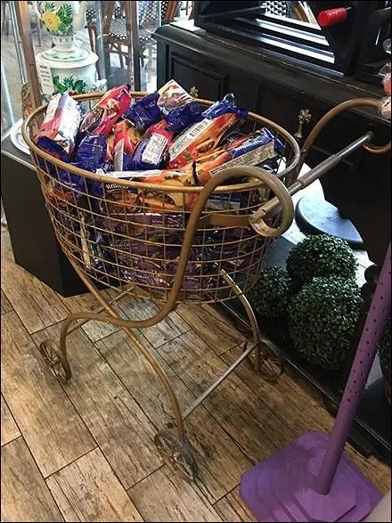 ornate-shopping-cart-as-bulk-bin-3