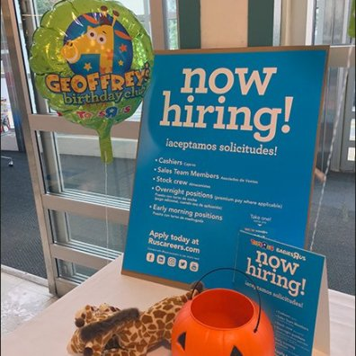 geoffrey-hiring-at-toys-r-us-inflatable-3