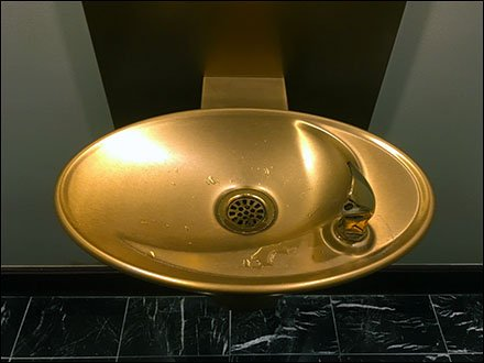 Ritz Carton Gold Water-Fountain for VIP's