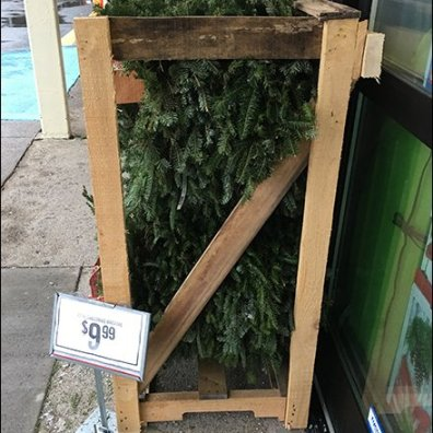 tractor-supply-wreath-merchandising-crate-3