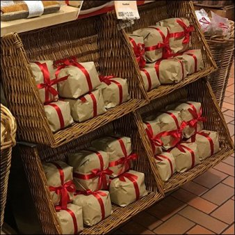 Ribbon-Wrapped Panettone Bread