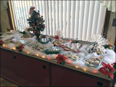 Visual Merchandising a Christmas Bakery Buffet