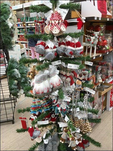 faux-christmas-tree-as-ornament-display-2