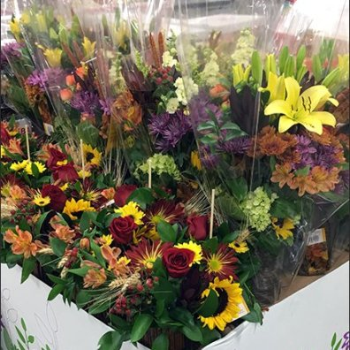 Warehouse Club Floral Pallet Display 3