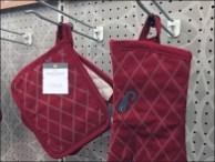 Oven Mitt + Pot Holder Hook Merchandising 3