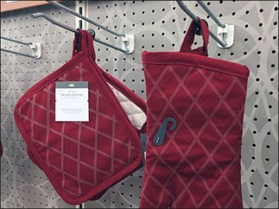 Oven Mitt + Pot Holder Hook Merchandising 3