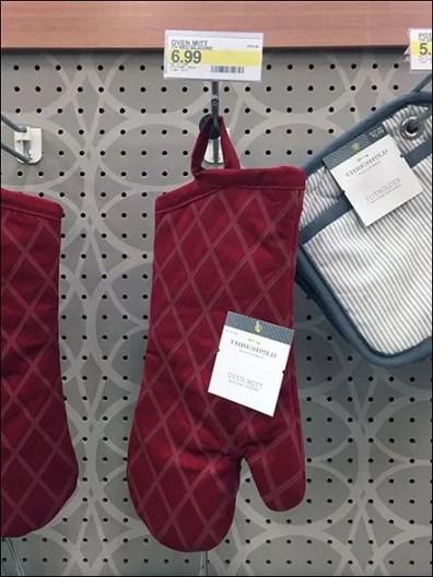 Pot Holder & Oven Mitt Straight Entry Scan Hook Merchandising