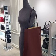 Cubic Pin For Mannequin Purse Display