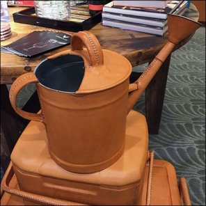 Vintage-look Leather-craft Propping