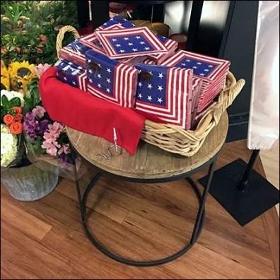 Patriotic Paper Plate Pedestal Merchandising