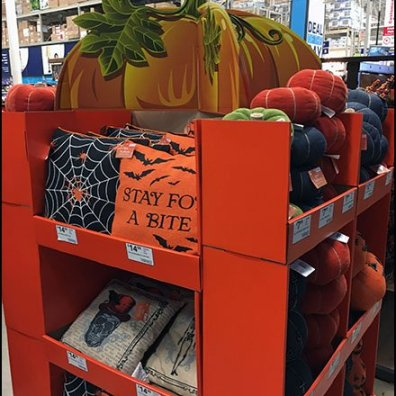 Halloween Throw Pillow Pallet Display 2