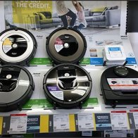 Roomba Robot Rank-And-File In-Aisle Display