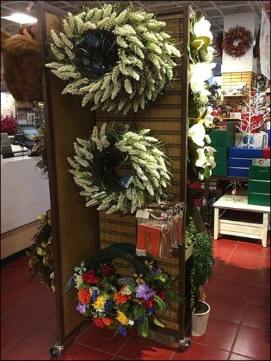 Christmas Wreath Mobile Slatwire Display