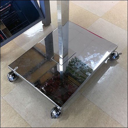 Mobile T-Stand For Oversize Shopping Carries