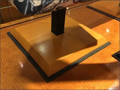 Trapezoidal Display Detail For Purses