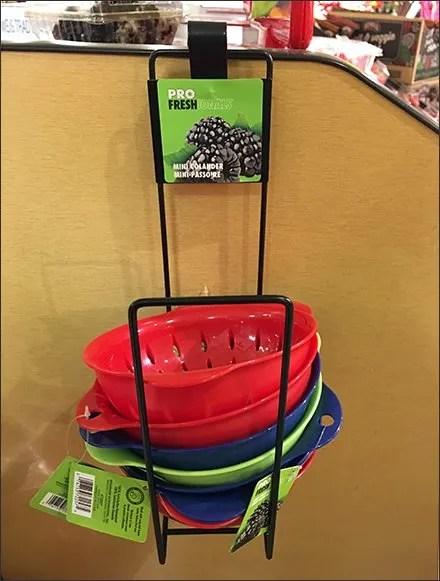 Side-Saddle Rack Serves Up Mini Colanders