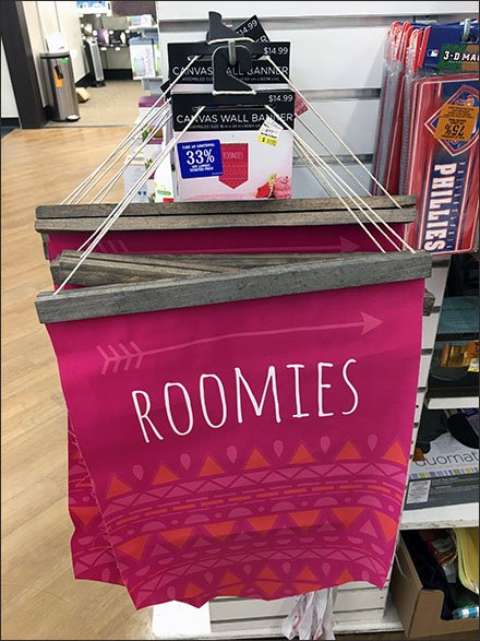 Roomies Directional Banner On 90º Tip Hook