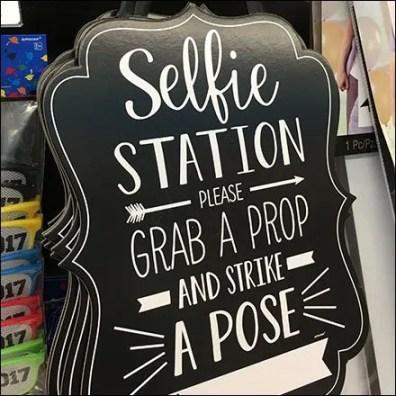 Selfie Station Strike A Pose Sign Alternative 1