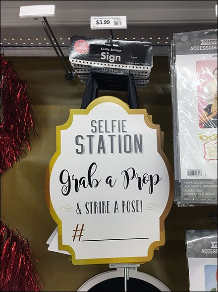 Selfie Station Strike A Pose Sign Alternative 2